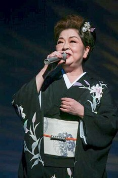 キングレコード歌謡選手権北海道地区大会 夏木綾子.jpg