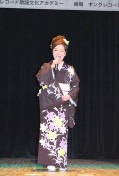 キングレコード歌謡選手権南九州地区大会2・夏木綾子.jpg