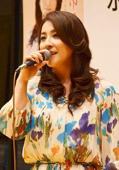 ミニライブで歌う水田竜子.jpg