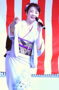 入山アキ子5.jpg