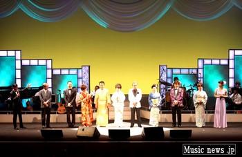 もず唱平と作詞家50周年を祝う出演者たち2.jpg