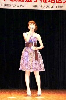 キングレコード歌謡選手権南九州地区大会3・プラチナコースで最優秀賞の藤井さりえさん.jpg