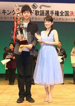 グランドチャンピオン・佐藤亜蘭さんと丘みどり.jpg