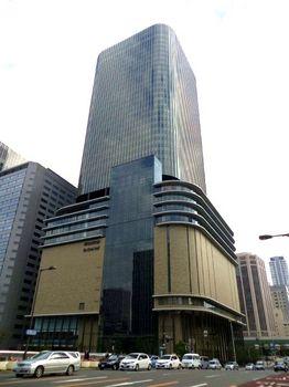 フェスティバルホールが入る大阪フェスティバルタワー.jpg