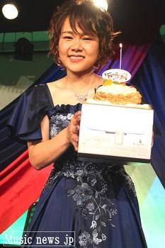 島あきの・ケーキ.jpg