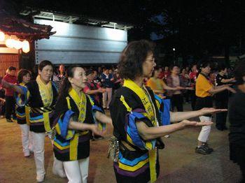 新曲発表会で踊る人たち.jpg