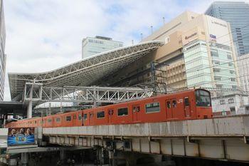 JR大阪駅を発着する大阪環状線.jpg